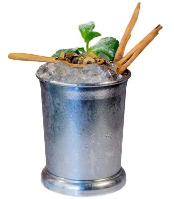 foto di un cocktail con la liquirizia calabro