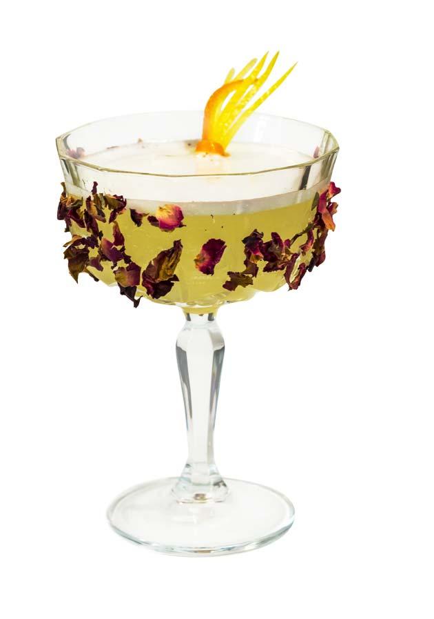 un cocktail preparato con Liquore di clementine calabro liquori